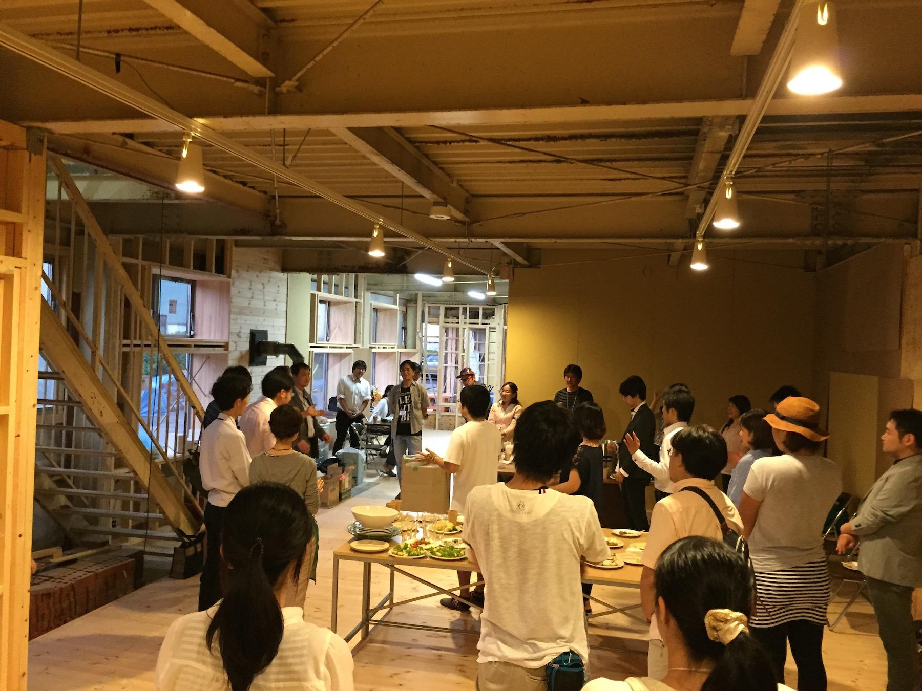 6月26日に開催された「福島コトひらく」オープンニングパーティの様子。ここから多くのチャレンジが生まれていく。(内装は一部工事中)